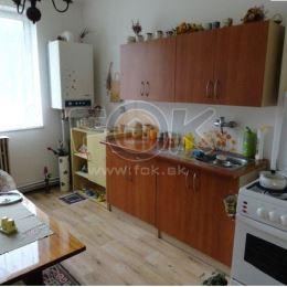 Ponúkame na predaj 2-izbový byt v príjemnej lokalite, v obci Križovany.Byt je tehlový s vlastným plynovým kúrením. Byt je v dobrom technickom stave, ...