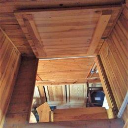 Rekreačnú chatu v záhradkárskej osade Biele Brehy v Sučanoch. Chata je 3 podlažná, murovaná.