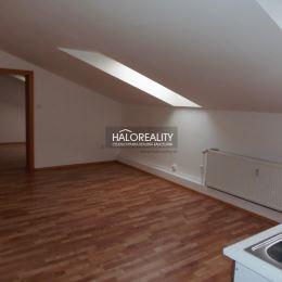 V exkluzívnom zastúpení ponúkame na predaj 2-izbový byt spolu s nebytovými priestormi v Senci na Mierovom námestí. Nehnuteľnosť sa nachádza vo dvore ...