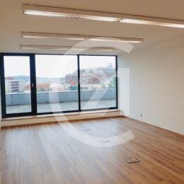 V novostavbe ponúkame na prenájom samostatné kancelárske priestory na frekventovanej Mostnej ulici v Nitre. Klimatizované, reprezentatívne priestory ...