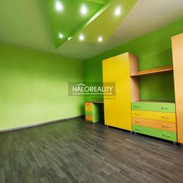 Ponúkame na predaj trojizbový kompletne zrekonštruovaný byt s loggiou v Poprade na sídlisku Juh. Nachádza na 4/7 poschodí, 68 m², v OV, orientovaný ...