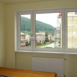 Ponúkame na predaj trojizbový byt v Banskej Bystrici, v časti Šalková, nachádzajúci sa v tehlovom, dvojposchodovom dome na prvom poschodí. K útulnému ...