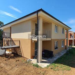 Ponúkame Vám na predaj trojizbový, veľkometrážny byt s terasou v novostavbe v Partizánskom, časť Malé Bielice. Byt má rozlohu 77m² a nachádza sa na ...
