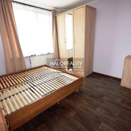 Ponúkame na predaj veľmi pekný, kompletne zrekonštruovaný 3,5-izbový byt na dolnom Šípku v Partizánskom. Byt má rozlohu 72m² a nachádza sa na 2/3 ...