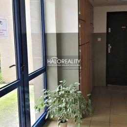 Ponúkame na predaj jednoizbový byt vo veľmi tichom prostredí na ulici Na hlinách v Trnave. Umiestnený je na prízemí novšieho bytového domu, ktorý bol ...
