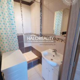 Ponúkame na predaj veľmi pekný útulný, dvojizbový byt v Nitre na sídlisku Klokočina, Dunajskej ulici, na 5. poschodí. Byt o výmere cca. 46 m² prešiel ...