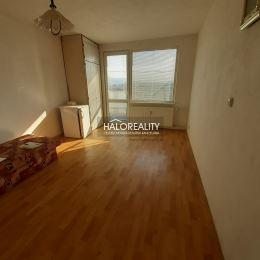 Ponúkame na predaj DVOJGARSONKU so skvelou dispozíciou dnešných dvojizbových bytov na sídlisku Chrenová! Zo vstupnej chodby sa vchádza do kúpeľne a ...