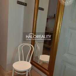 Priamo v srdci vyhľadávaného historického mesta Banská Štiavnica Vám ponúkame na predaj jednoizbový apartmánový byt o rozlohe 34,6 m². Nachádza sa v ...
