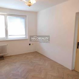 Ponúkame na predaj 3-izbový byt v osobnom vlastníctve v centre mesta Šaľa na Hlavnej ulici o rozlohe 62 m², ktorý sa nachádza na 3/4 ...