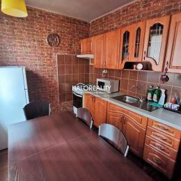 Ponúkame na predaj čiastočne prerobený dvojizbový byt ktorý má 52m². Byt sa nachádza v Rimavskej Sobote na sídlisku západ. Byt je v osobnom ...