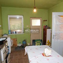 Ponúkame Vám na predaj rodinný dom v obci Veľký Ostrov pri Kolárove. RD je vhodný na trvalé bývanie prípadne na rekreačné účely. Nachádza sa v tichej ...