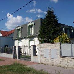 Na prenájom veľký 3 izbový byt (95 m2), so samostatným vchodom na poschodí rodinného domu v Trnave. Lokalita Vajslova dolina. Byt pozostáva z ...