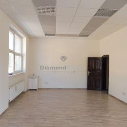 Ponúkame na prenájom priestory na Južnej triede v mestskej časti Košice - Juh, v širšom centre mesta, v blízkosti OC Astoria. Priestory sa nachádzajú ...