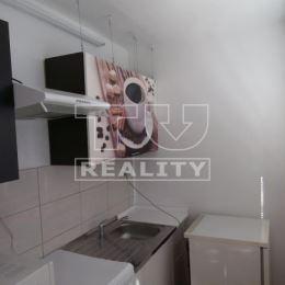 Na predaj pekný slnečný 1 izbový byt bez loggie vo vyhľadávanej lokalite sídl. Terasa - Humenská ul. Rozloha bytu je 27 m2, nachádza sa na 7/7. ...
