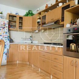 Na predaj priestranný 4 izbový byt s teraskou, situovaný v priamom srdci mesta Trnava. Lukratívna poloha bytu zabezpečuje plnú občiansku vybavenosť v ...
