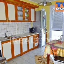 Moderný 3-izbový byt na predaj v Pezinku na Svätoplukovej ulici. Bytový dom je panelový, zateplený, zrekonštruované stúpačky, strecha, výťah.Byt sa ...