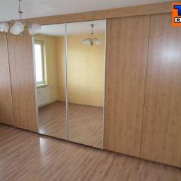Na predaj 3-izbový byt s loggiou vo vyhľadávanej časti Pezinka, Za hradbami. Bytový dom je tehlový, bez výťahu, 4 nadzemné podlažia. Predmetný byt sa ...