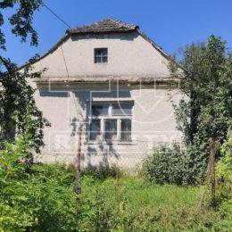 TU reality ponúka na predaj starší rodinný dom – chalupu - v pôvodnom stave v blízkosti obce Trstín, v rekreačnej chatovej oblasti Rosuchov. K ...