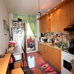 Ponúkame na predaj 3-izbový byt s balkónom v zateplenom panelovom bytovom dome vo vyhľadávanej mestskej časti Zapotôčky. Byt o rozlohe 64m2 sa ...