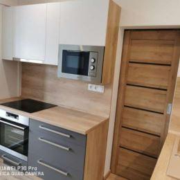 Ponúkame Vám na predaj veľmi pekne Novozrekonštruovaný 3 iz.byt 65 m2 na ul. Lidické námestie ,Košice Furča. Byt je po novej vkusnej rekonštrukcii s ...