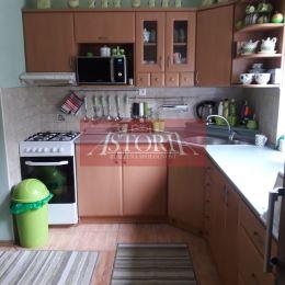 Ponúkame Vám na predaj 2. izbový byt v Martine, mestská časť Sever. Nachádza sa na 1/5 poschodí zatepleného panelového bytového domu. Predáva sa po ...