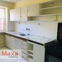 Ponúkame Vám na predaj 2 izbový tehlový byt na Starom sídlisku v Prievidzi. Byt o rozlohe 55,4m2 + 8,6m2 pivnica sa nachádza na druhom poschodí z ...