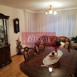 Ponúkame Vám na predaj nadštandardne zariadený 3-izbový byt v Martine na Ľadovni. Ide o priechodný bauring. Nachádza sa na 2. poschodí zo 4. ...