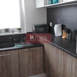 Ponúkame Vám na predaj pekný 3-izbový byt - nepriechodný bauring. Nachádza sa v Martine na Ľadovni na 4. poschodí z ôsmich (s výťahom). Orientácia: ...