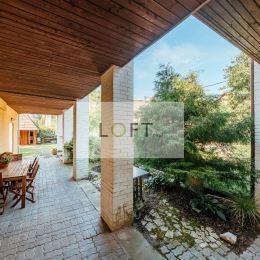 Ponúkame Vám na predaj 6 - izbový rodinný dom - Bratislava IV – KARLOVA VES, LÍŠČIE ÚDOLIE, tichá a vyhľadávaná lokalita s neopakovateľnou atmosférou ...