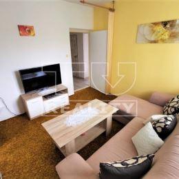 EXKLUZÍVNE na predaj 2+1 byt v Žiline na Hlinách 4 (bulvár), na ulici Juraja Fándlyho, o celkovej výmere 58m². Byt sa nachádza na 4/4 v zateplenom ...