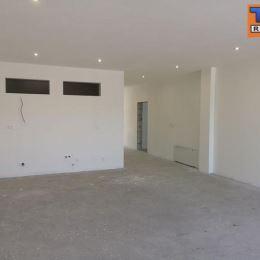 TUreality Vám ponúka NA PREDAJ NOVOSTAVBU zaujímavého priestranného 5-izbového bytu (na spôsob rodinného domu) s vlastným kúrením a garážou a ...