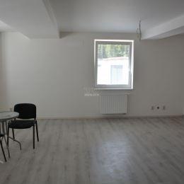 Byt v novostavbe rodinného domu, v obci Lednické Rovne, ktorá je vzdialená od Púchova 7 km. Byt disponuje s priestrannou obývačkou, spojenou s ...