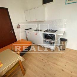 Na predaj 3 izbový byt v Trenčíne na Sihoti, ulica Pádivého. Byt sa nachádza na 6. poschodí. Rozloha nehnuteľnosti je 69 m2. Byt prešiel čiastočnou ...
