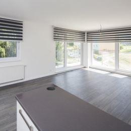 Ponúkame na predaj 3 izbový priestranný byt o výmere 85,5 m2, ktorý sa nachádza v Dolnom Kubíne na Brezovci, v novostavbe
