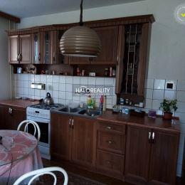 Ponúkame na predaj dvojgeneračný rodinný dom s pozemkom o celkovej výmere 600 m² v lokalite Banská Bystrica, časť Šalková. Dispozične dom pozostáva z ...