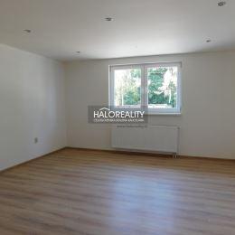 Ponúkame Vám na predaj 4 - izbový rodinný dom v obci Kolárovo. Kompletne zrekonštruovaný RD sa nachádza rovinatom a slnečnom pozemku s rozlohou 808 ...