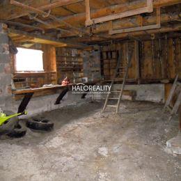 Ponúkame na predaj rodinný dom s veľkým pozemkom v obci Strelníky pri Banskej Bystrici. Na prízemí rodinného domu sa nachádza vstupná chodba, ...