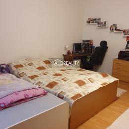 Ponúkame na predaj trojizbový byt s loggiou, v osobnom vlastníctve, nachádzajúci sa v Dunajskej Strede. Celková výmera je 77 m², je umiestnený na ...