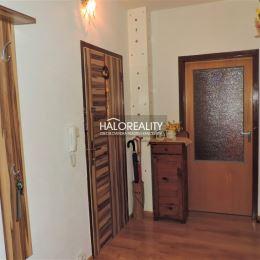 Ponúkame na predaj trojizbový byt v Poprade so zasklenou loggiou s výhľadom na Vysoké Tatry. Byt sa nachádza na sídlisku Starý Juh na 5/13 poschodí a ...