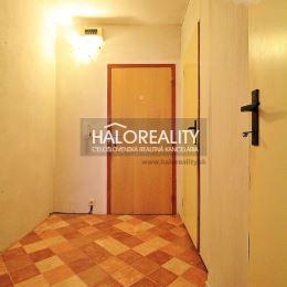 Ponúkame na predaj priestranný trojizbový byt s lodžiou v meste Trenčín na sídlisku Juh, Šafárikova ulica. Byt v osobnom vlastníctve má celkovú ...