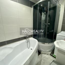 Ponúkame na predaj 3 izbový byt v meste Rožňava. Byt bol čiastočne zrekonštruovaný. Pred 2 rokmi prebehla rekonštrukcia kúpeľne a kuchyňe. V 3 ...