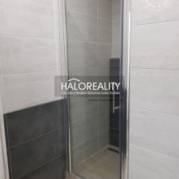 Ponúkame na predaj jednoizbový byt v osobnom vlastníctve, v časti Centrum II. v Dubnici nad Váhom. Byt má rozlohu 38 m², 1/7 poschodie, orientácia ...