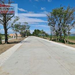 ODPORÚČAME !!!Pozemok je v tesnej blízkosti 2 nových lokalít spojených jednou cestou.Ponúkame na predaj stavebný pozemok v extraviláne mesta Senec o ...