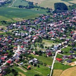 Na predaj pozemok v obci Višňové o celkovej výmere 3735m². Pozemok sa nachádza v extraviláne obce. Jedná sa o parcelu typu E. Pozemok je vhodný ako ...