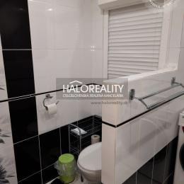 Ponúkame na predaj zrekonštruovaný priestranný trojizbový byt v meste Levice. Byt s výmerou 78,57 m² sa nachádza na 2. poschodí zatepleného bytového ...