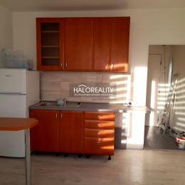 Ponúkame na predaj slnečnú garsónku priamo v centre mesta Levice. Byt s výmerou 22,94 m² sa nachádza na 2. poschodí zatepleného bytového domu. K bytu ...