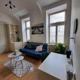 Ponúkame na prenájom priestranný, kompletne zrekonštruovaný a zariadený 2-izbový byt v historickom centre mesta Košíc, na ulici Hlavná, Košice - ...