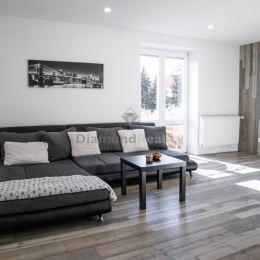 Martin Simko a Diamond Reality vám ponúka priestranný, kompletne prerobený 2 izbový tehlový byt s balkónom a 2 pivnicami (1m2 a 9m2) na ulici ...
