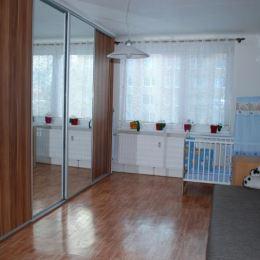 Vo výhradnom zastúpení na predaj 4 izbový byt o výmere 88 m2 s balkónom a komorou v byte v meste Šaľa časť Veča. Byt sa nachádza na 2 poschodí / 7. ...