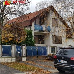 Za základe poverenia majiteľa nehnuteľnosti ponúkame na predaj rodinný dom so skladovými priestormi a garážou na Mostnej ul. vo Vrakuni. Celková ...